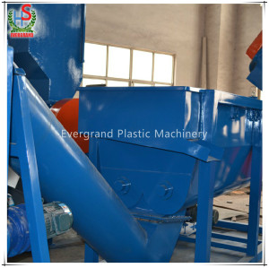 300-2000kg / h Déchets professionnels Bouteille en plastique PET écrasant les machines de recyclage de lavage