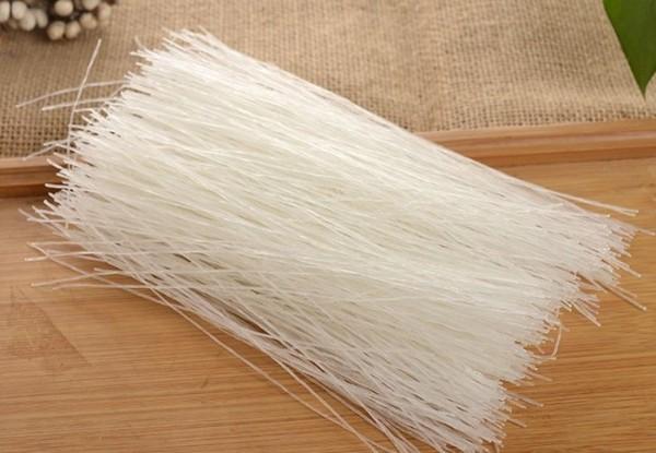 Couper la vermicelle de haricot mungo