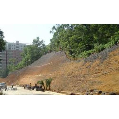 Application of Water Retention Agent in Slope Treatment
