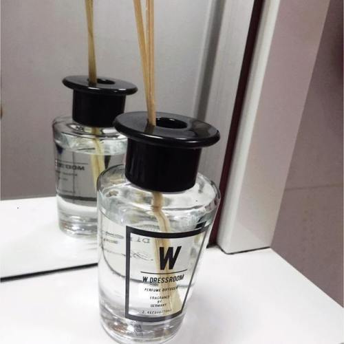 Natural plant essential oil air freshener fragrance glass bottle reed diffuser with rattan sticks for gifts