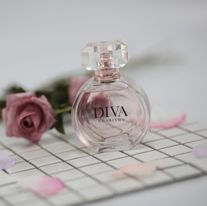 Wholesale customized luxury carve glass perfume bottles