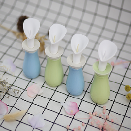 High quality home decoration ceramic reed diffuser bottle with ceramic flower