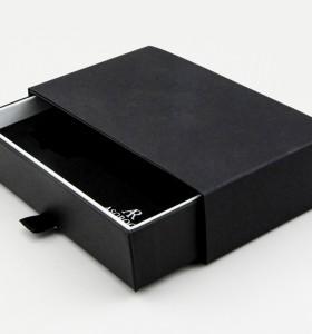 Hochwertige Uhrenbox aus Leder in Form eines schwarzen Quadrats mit PU-Kissen