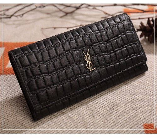 A New Fashionable Leather Lady's Purse with A Long Wallet and Purse