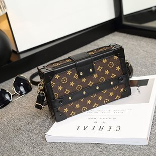 High Quality Geometric Designs Are Popular for Lady's Bags