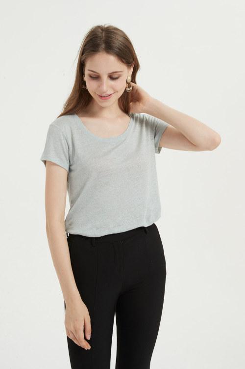 camiseta de mujer con varios colores disponibles para el verano