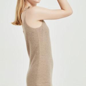 robe en cachemire pur et léger avec une couleur unie
