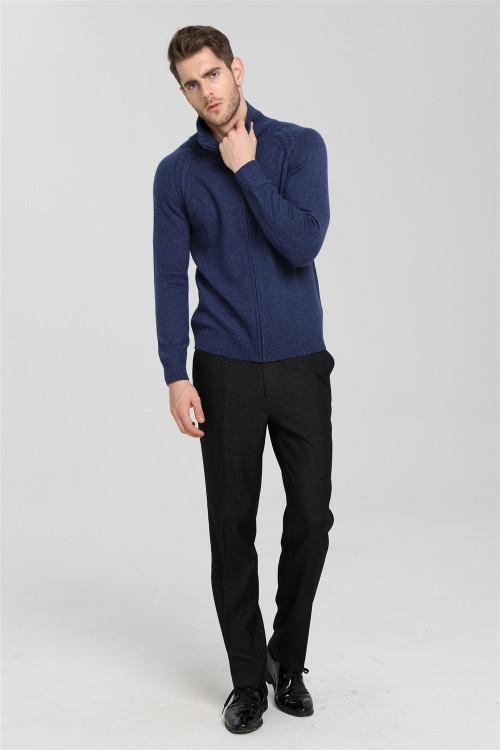 chaqueta de punto de cachemira azul con cuello medio alto