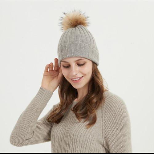bonnet en laine et cachemire de taille moyenne avec pompon