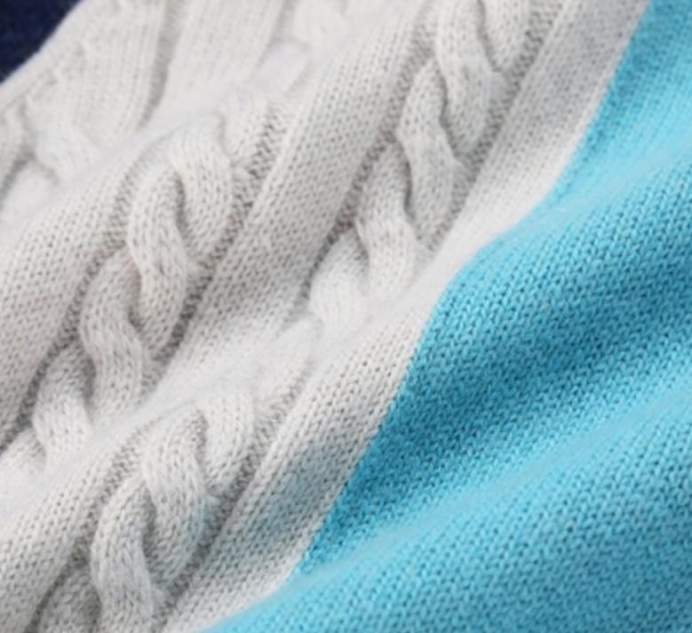 Junge Kaschmirfarben Musterpullover mit hohem Hals
