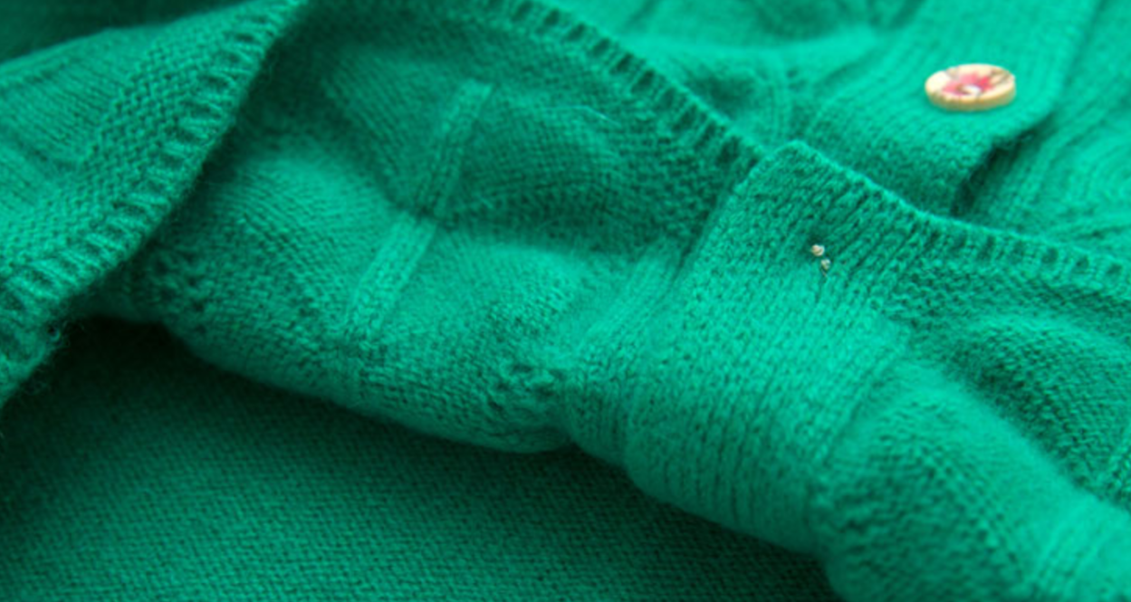 suéter cardigan de lana de cachemira de color verde claro para mujer