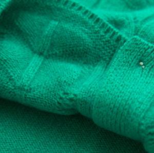 Suéter tipo cárdigan de lana y cachemir de color verde claro