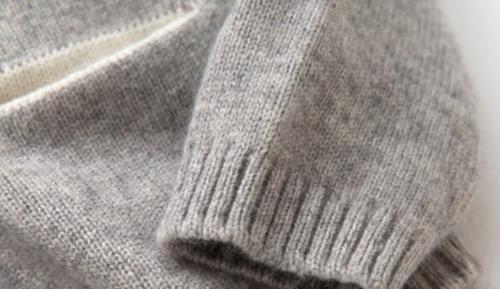 jersey de cachemir con estampado de conejita gris