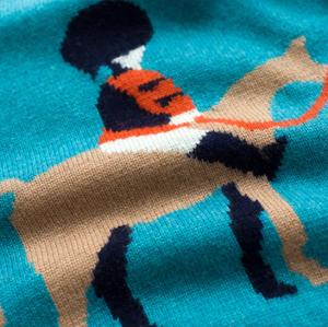 jersey de cachemir con cuello redondo y estampado de caballo y cuello redondo