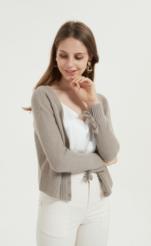 cárdigan de mujer de cachemira pura de estilo corto y suave con color natural