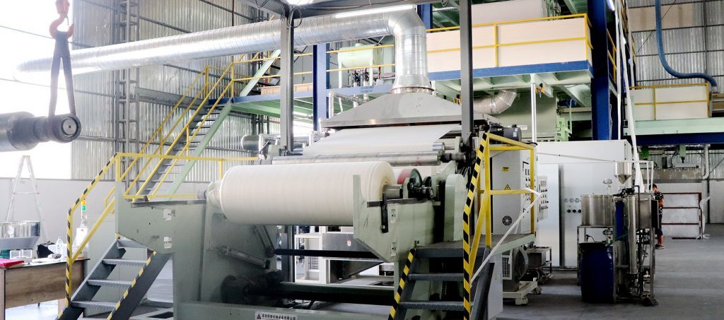 the specific operation process and precautions of the meltblown non-woven production line.