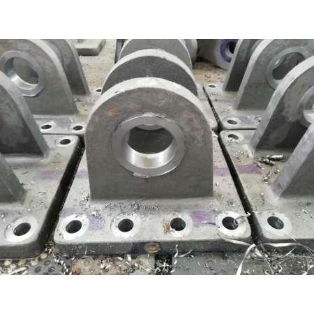 Usinage pour fabriquer une base de bride en acier moulé solide et excellente