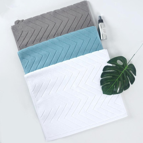 European style solid color jacquard bath towel, soft and comfortable, absorbent.