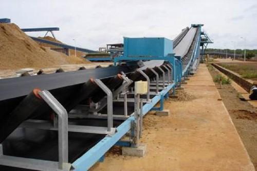 حل DT75 ثابت الحزام الناقل تستخدم في مناجم الفحم ومواد البناء ومحطة توليد الكهرباء