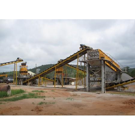 Sistema de transportadores utilizado en la planta de trituración de piedra o procesamiento de minerales.