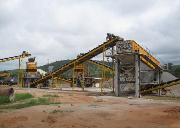 Фиксированные ленточные конвейеры, используемые на камнедробильной или обогатительной фабрике