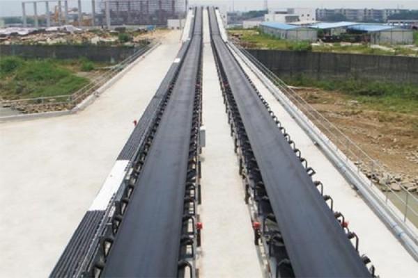 Ленточный конвейер большой длины используется для сыпучих материалов с большой пропускной способностью