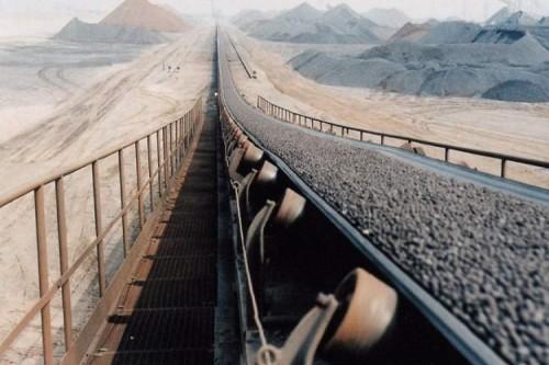 حزام النقل لمسافات طويلة يستخدم للمواد السائبة مع قدرة نقل كبيرة