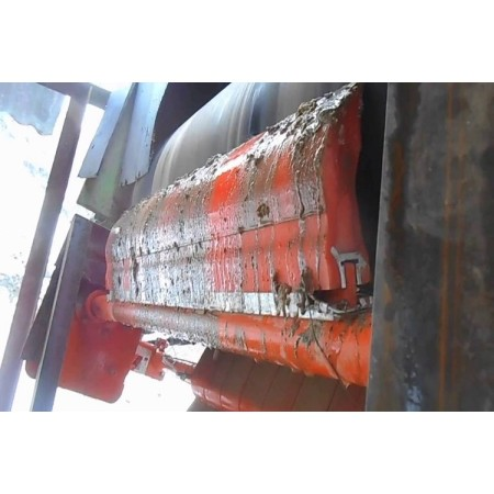 Conveyor belt cleaner used for head pulley primary and secondary cleaning system