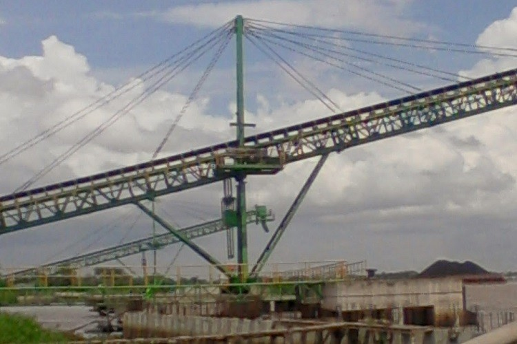cinta transportadora en voladizo para carga de barcazas