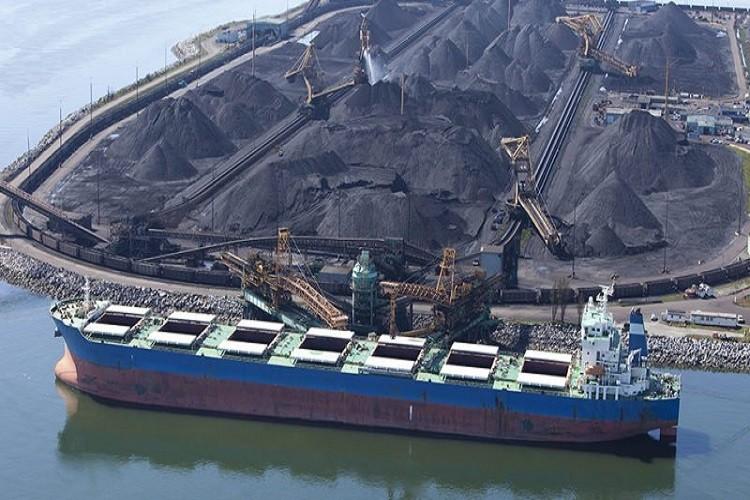 Ленточный конвейер для складирования угля