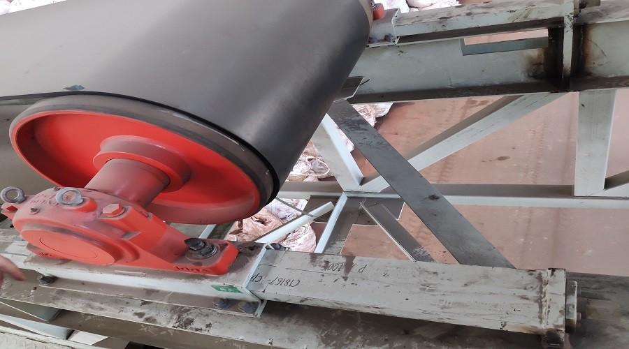 dispositivo de tensión del tornillo del transportador de correa