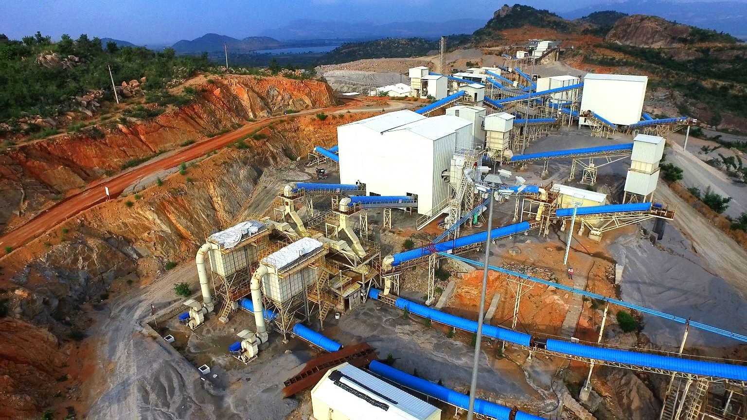 belt conveyor system for mineral ore processing