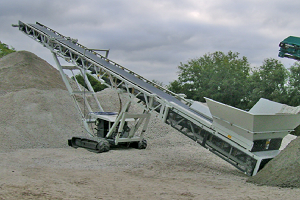 tracked conveyor for stacking