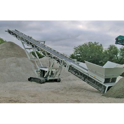 حزام سير متحرك مركب على الجنزير يتم تطبيقه على جميع أنواع المواد السائبة والحبيبية.