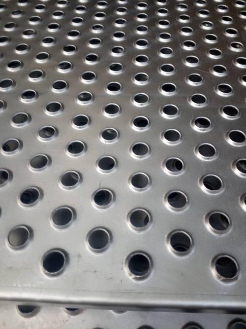 Punch non-slip metal net