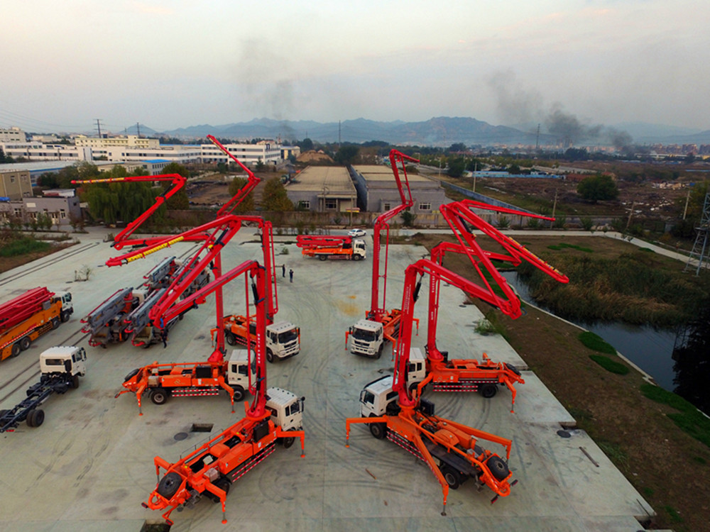 so many concrete boom pump trucks in china
