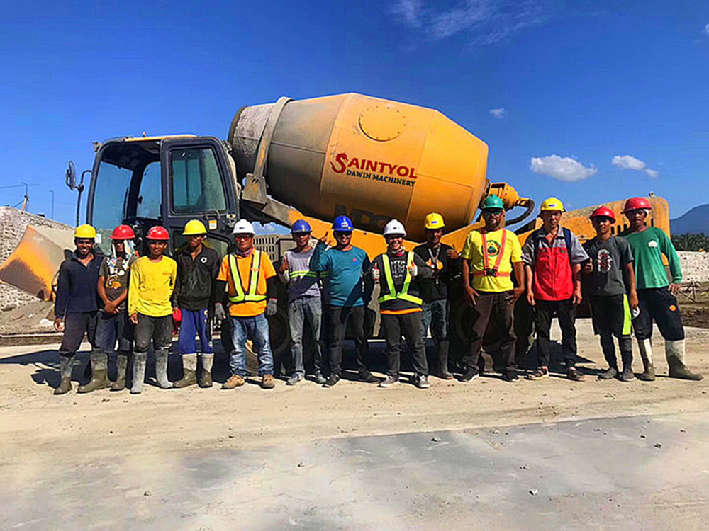 4.0 cubic meter output capability self loading concrete mixer truck
