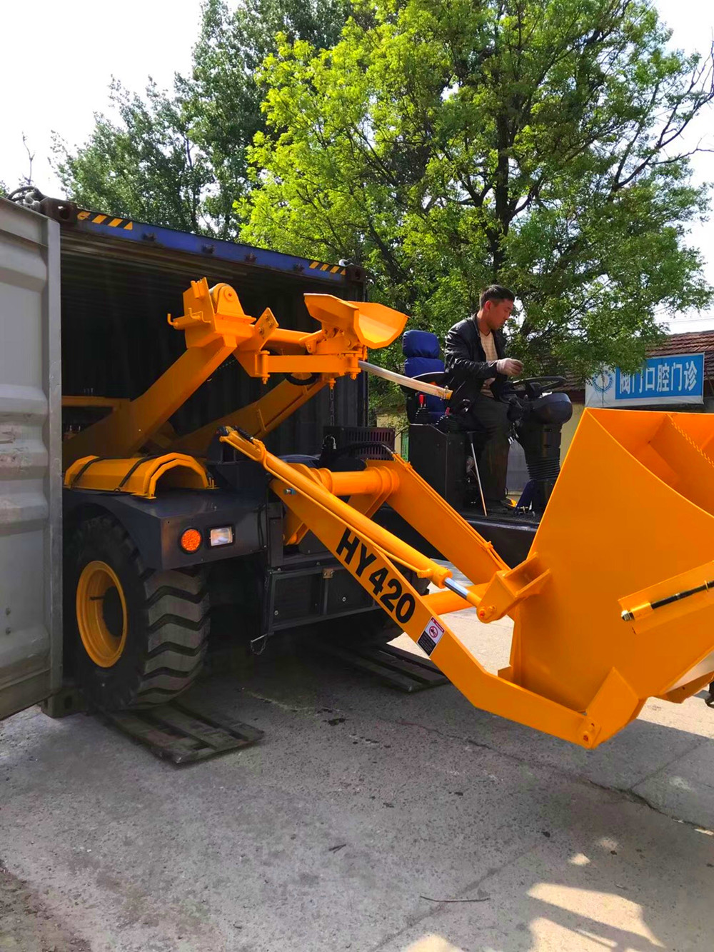self loading concrete mixer truck fitting container