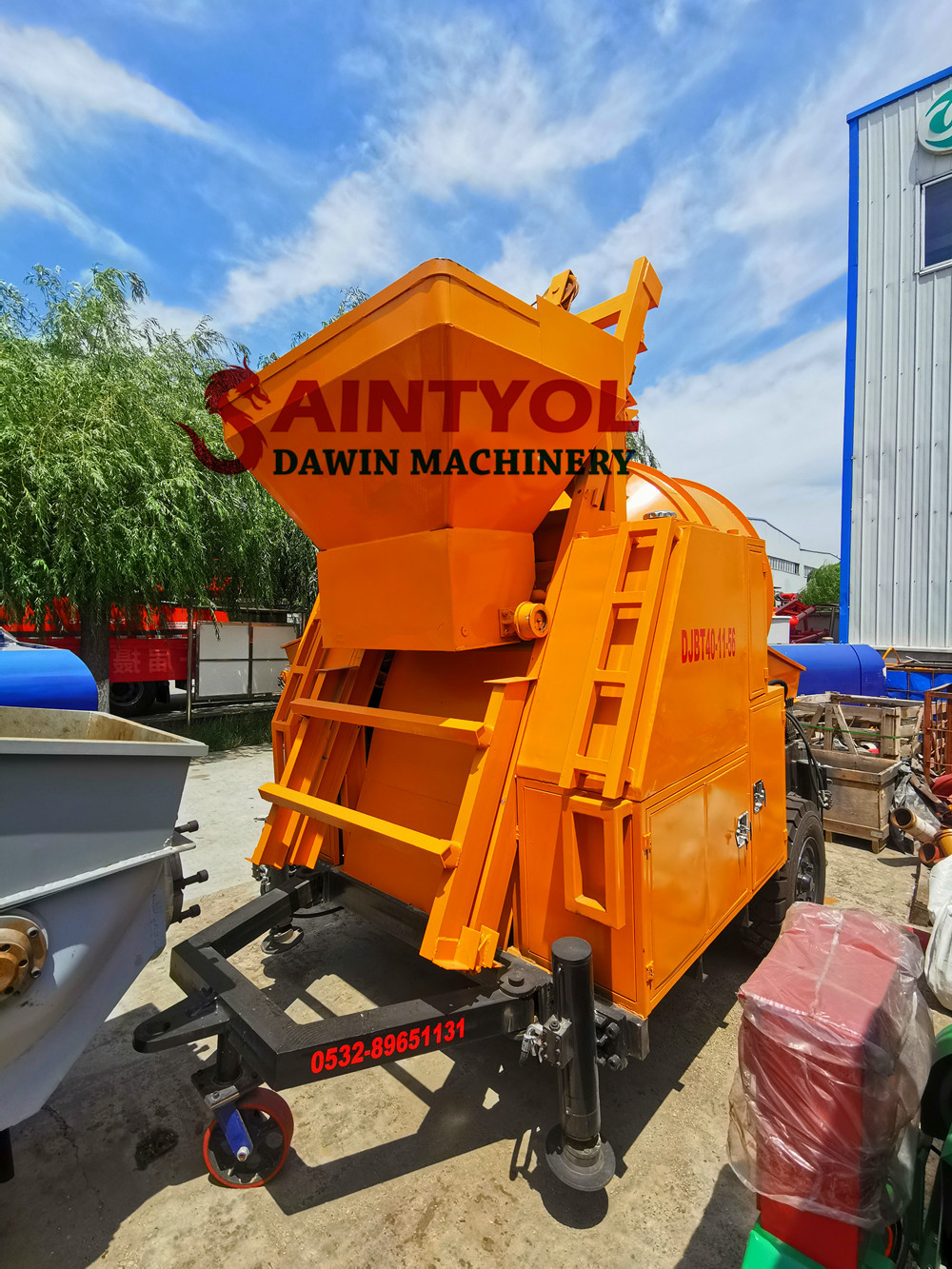 high quality self loading concrete mixer with pump