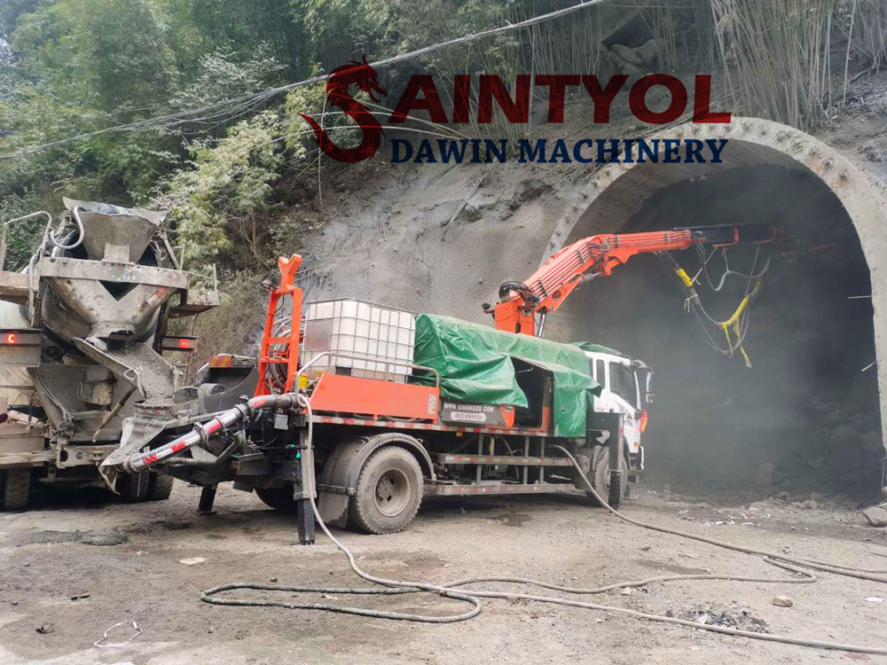 robot concrete spraying macine with truck chassis