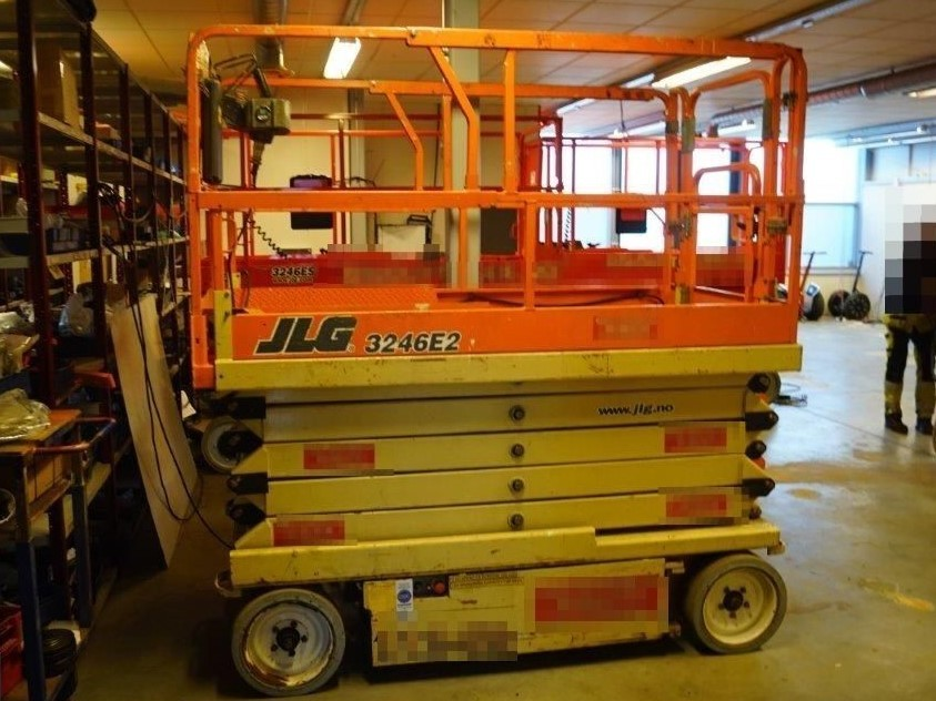 JLG 3246E2