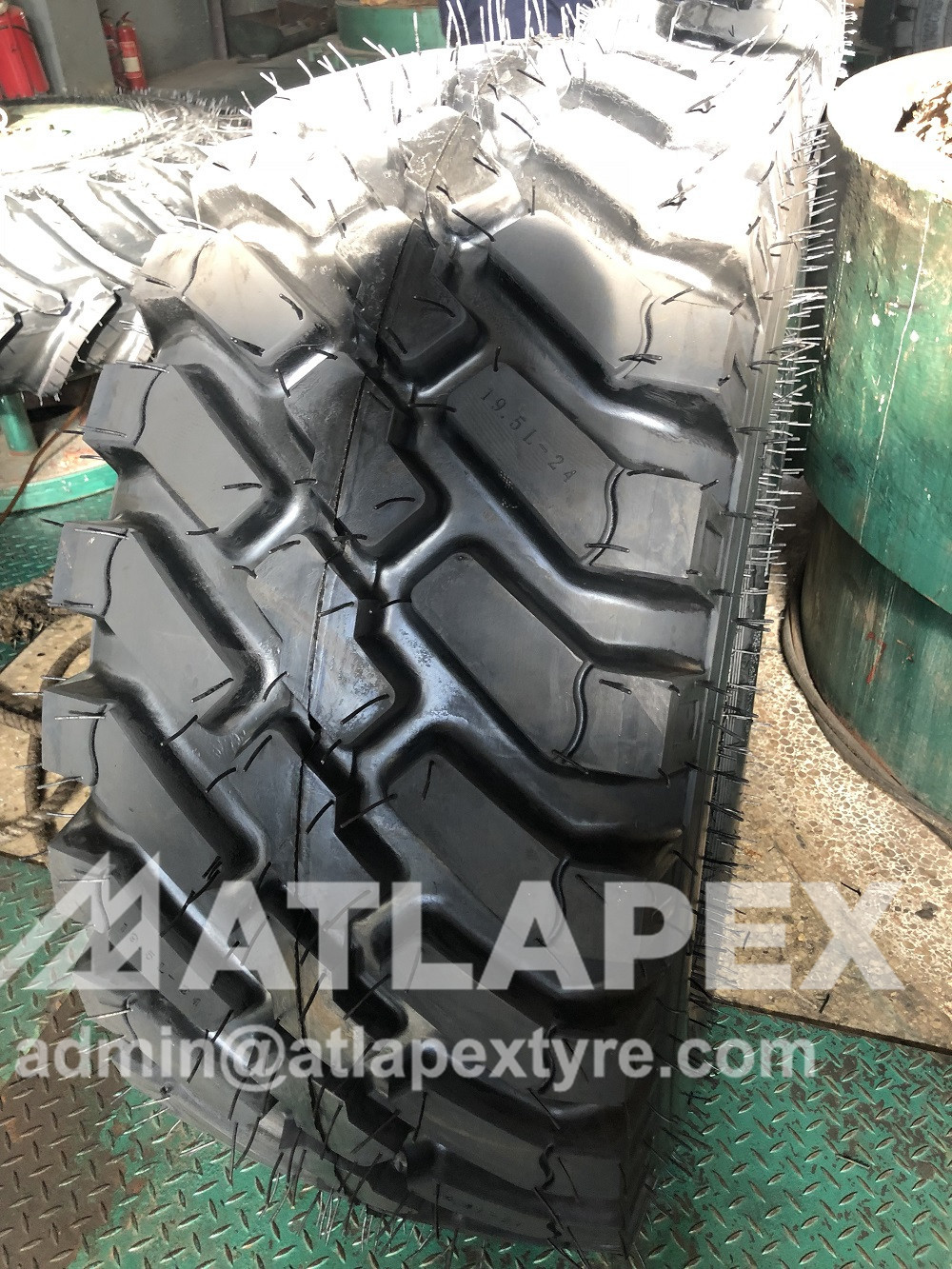 19.5L-24 L-5 backhoe tire