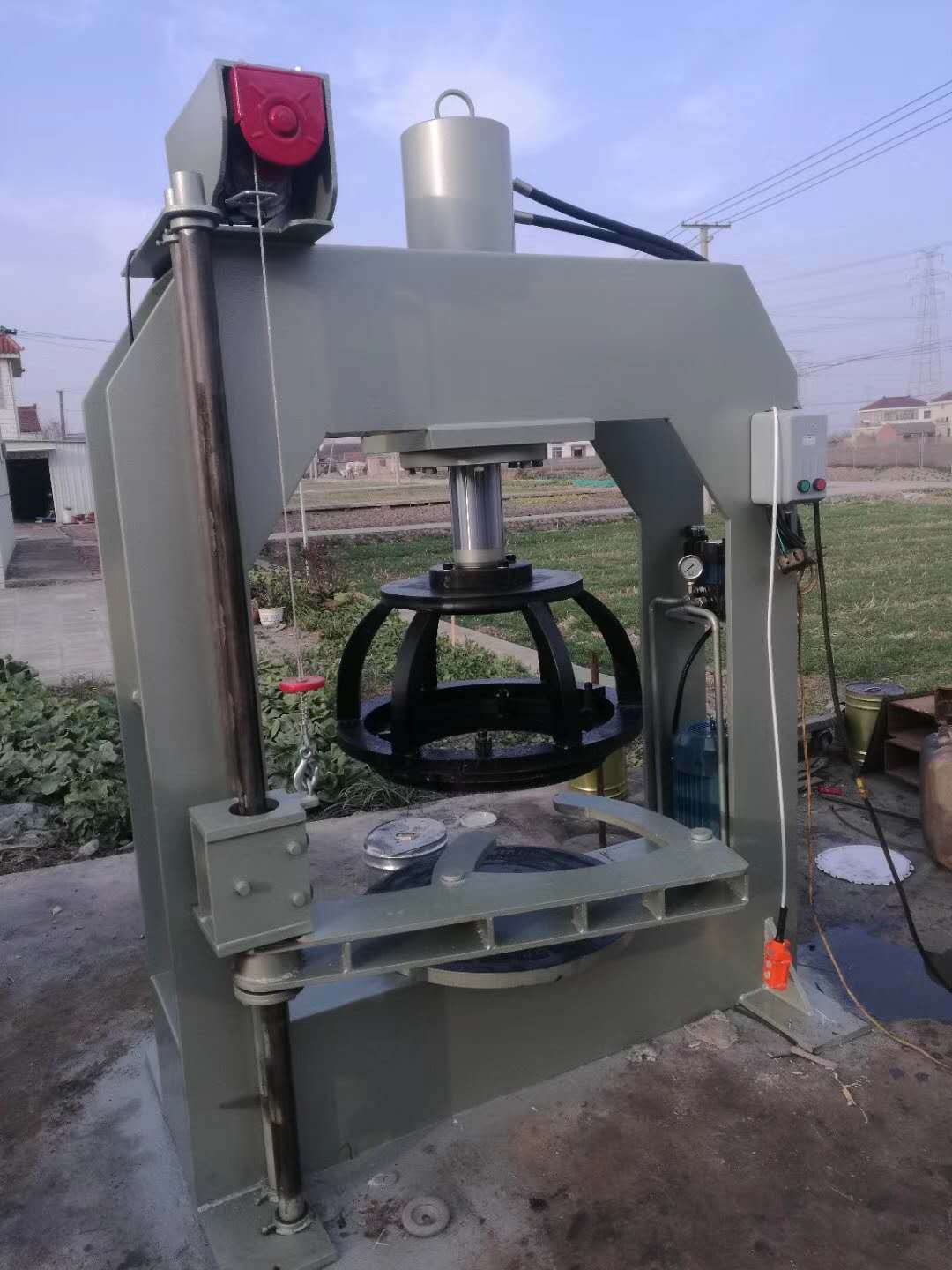 solid tire press machine with lifting arm