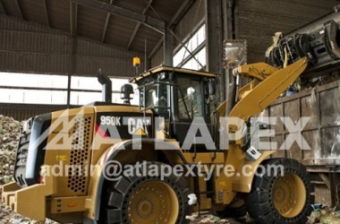 ATLAPEX Solid Tires 23.5-25 working in the Garbage yard on the CAT950