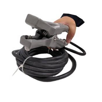 Static grounding alarm clamp for hazardous areas