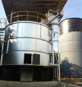 Intelligent chicken manure organic fertilizer fermentation equipment