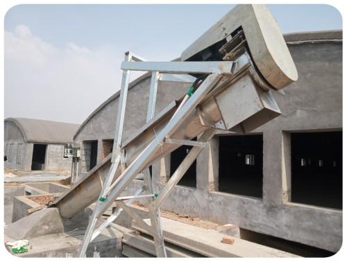 Auger livestock manure conveying lift machine