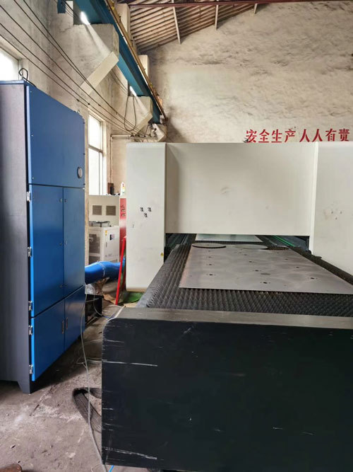 Laser cutting fume extractor