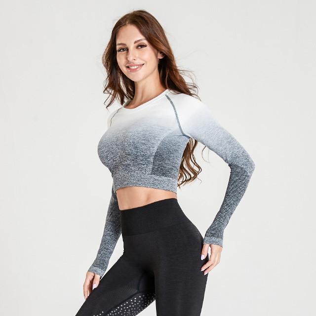 Nahtloses Langarm-T-Shirt mit Farbverlauf und schwarzen Leggings