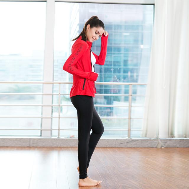 Vestes de sport rouges en gros avec poches latérales à glissière lettre